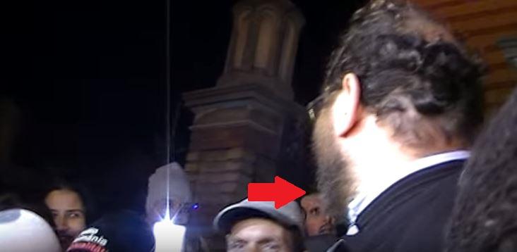 Protest anti BOR la Sibiu: Preotul Constantin Necula i-a invitat la discuții în catedrală, un protestatar l-a înjurat ca la ușa cortului. REACȚIA părintelui