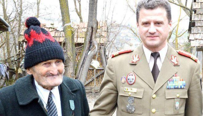 A murit ultimul supraviețuitor al Bătăliei de la Oarba de Mureș. Avea 103 ani și o pensie de 252 de lei. Aureliu Surulescu: Moșu Șomlea a plecat lăsând România pustiită de eroi, pustiită de oameni. A fost îngropat FĂRĂ onoruri militare