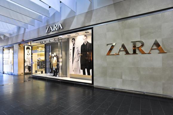 Sclavia din spatele Zara. Clienții găsesc bilețele cu mesaje de la muncitori în buzunarele hainelor sau pe etichete. Reacția companiei