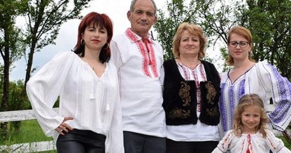 Ultima familie din România care mai produce borangic din viermi de mătase. Piedicile autorităților: Fac publicitate la marele târg de Crăciun cu tradiții românești, în care 90% sunt produse în China sau India. Pentru noi, acest târg era o gură de oxigen