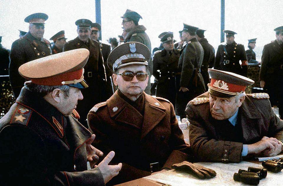 Măsură fără precedent în Polonia: Guvernul degradează ofițeri ai armatei comuniste la gradul de soldat
