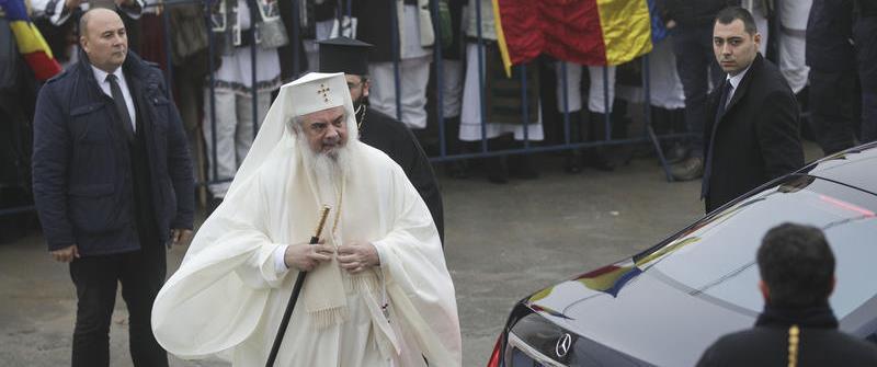 Manipularea de pe net are picioare scurte: mașina cu care a venit Patriarhul la Sfințirea CMN este a SPP. Patriarhia: Rușine pentru cei care răspândesc știri neverificate