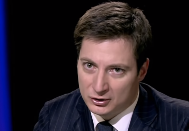 "Andrei Caramitru (USR) îl jignește pe Mihail Neamțu, numindu-l ""isteric, frustrat notoriu, cretin dacopat""."