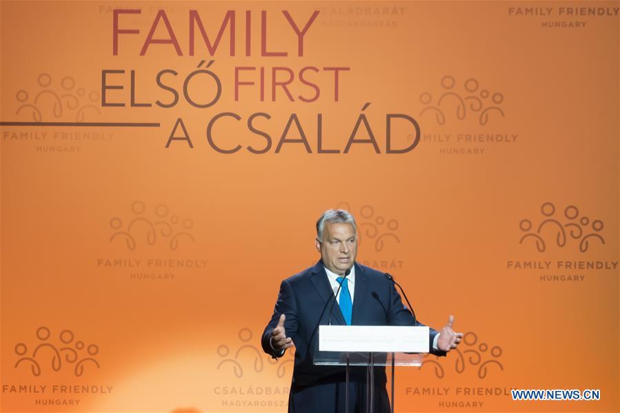 """Viktor Orban, la """"summit-ul demografic"""" desfășurat la Budapesta: Politicile pro-familie trebuie """"introduse în Constituție. Dacă acceptăm imigrația, contribuim la înlocuirea populațiilor"""