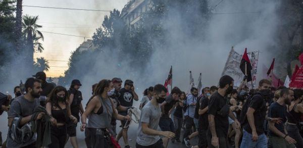 Proteste violente la Atena. Grecii au ieșit în stradă cerând dreptul de a protesta, după adoptarea unei legi privind manifestațiile