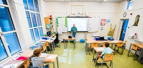 """Școala în pandemie: În Franța doar adulții poartă măști, la spanioli distanțare, nu și pentru cei mici, suedezii aplică """"modelul suedez"""", olandezii elimină cuvântul """"mască"""" la cursuri"""
