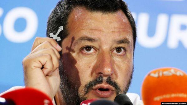 """""""Te blestem!"""" Matteo Salvini, atacat de o tânără africană în timpul unui miting electoral"""
