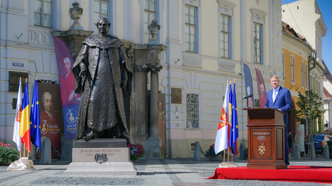 Un scuipat pe obrazul poporului român. Dezvelirea statuii lui Brukenthal | ActiveNews