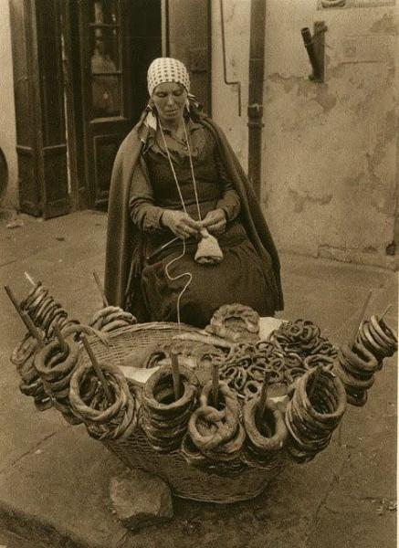 Vânzătoare de covrigi