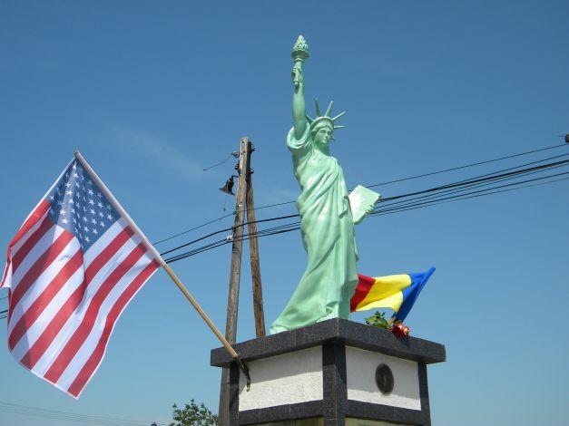 FOTO: Statuia Libertății din România