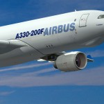 Motorul unui Airbus cu pasageri s-a prăbuşit peste maşini şi case în Portugalia