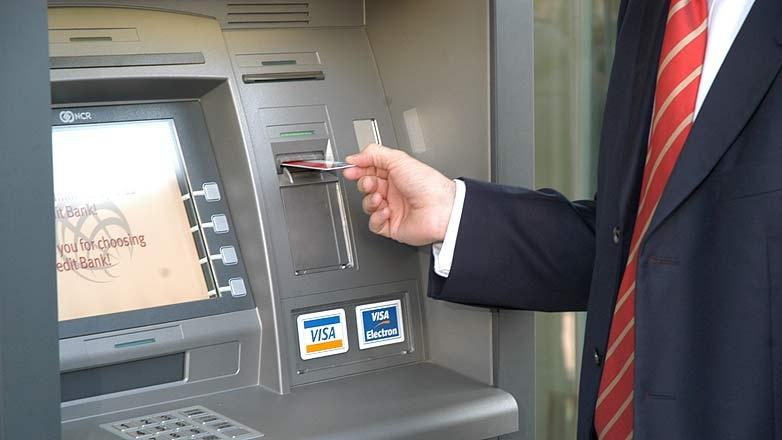 Cum li se FURĂ românilor banii de pe card