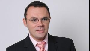"""După ce a luat apărarea OMV în cazul profitului record realizat în România, Moise Guran apără un alt sponsor al său în cazul creditelor în franci elveţieni acuzând """"LĂCOMIA"""" românilor"""