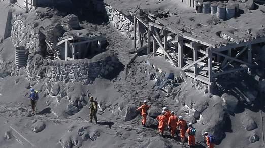 Erupție surprinzătoare a unui vulcan DIN Japonia: Zeci de PERSOANE au MURIT