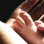 Nou-născut mort după ce a fost externat din spital