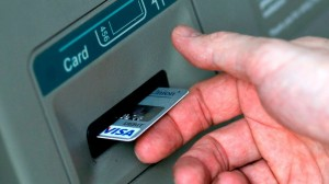 Românii își pot plăti taxele și impozitele cu cardul începând cu martie 2015