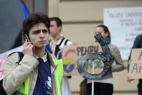 silvian emanuel man Oana Valentina Fîrţigu EXCLUSIV Cel mai activ STUDENT ROMÂN îndeamnă tinerii să lupte împotriva totalitarismului din Universităţi: Uniţi în cuget şi simţiri, am putea întoarce România pe făgaşul ei normal! Cine doreşte o studenţie obsedată de petreceri şi carieră