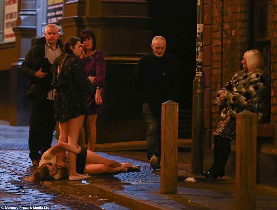 13 IMAGINILE DESFRÂULUI din Anglia. Momentele din noaptea de Revelion care i au şocat până şi pe politişti