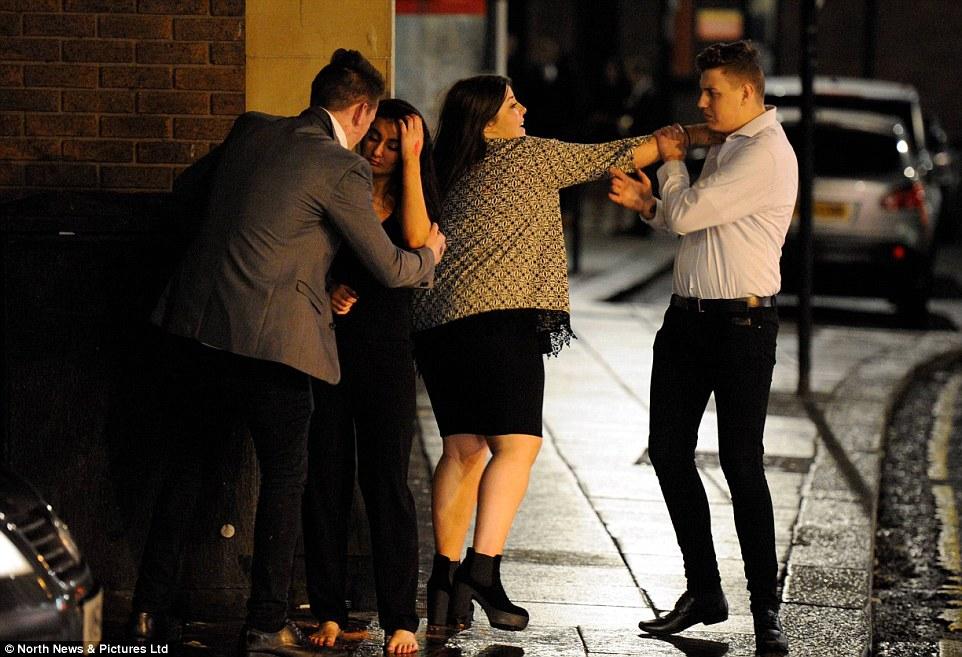 4 IMAGINILE DESFRÂULUI din Anglia. Momentele din noaptea de Revelion care i au şocat până şi pe politişti