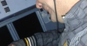 Alertă pe aeroport! Un tânăr a trecut neobservat şi a făcut poze din cabina piloţilor
