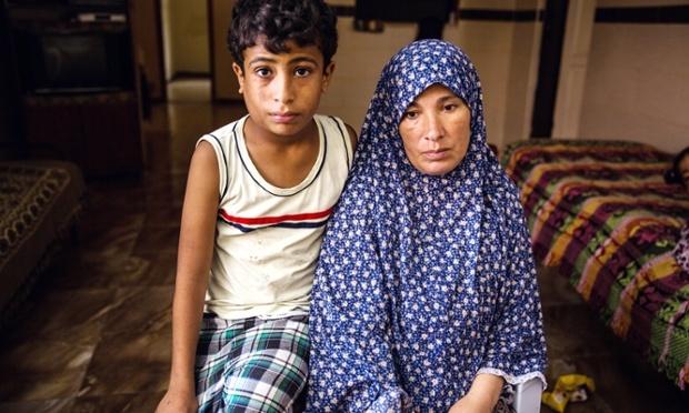 EFECTELE BOMBARDAMENTELOR ISRAELIENE DIN GAZA: 370.000 de copii palestinieni, traumatizați psihic. Băiatul care a supraviețuit atacului de pe plajă, EROU fără voie