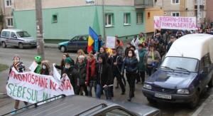 Duminică, PROTEST la Sebeş împotriva AUSTRIECILOR de la Kronospan