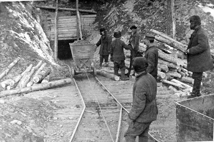 Scrisori din gulag, expuse la Moscova: Am fost denunțat și condamnat la 10 ani de lagăr. Vă scriu din vagon și arunc scrisoarea în aer!