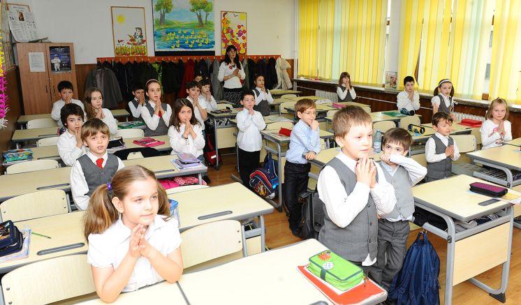 Copiii să se înscrie la orele de religie la începutul şcolarizării pe toată durata acesteia. ONG-urile cer modificarea Legii Educaţiei în sensul propus de Patriarhia Română