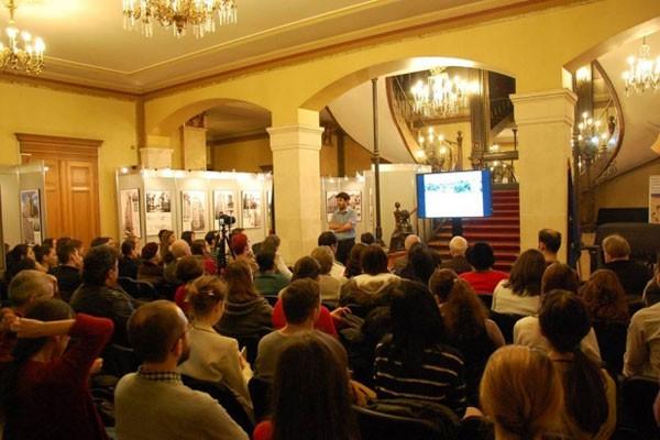 Un nou trend! Tinerii bucureșteni înlocuiesc cafeneaua cu muzeul