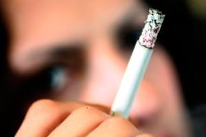 VIDEO Se cere interzicerea totală a fumatului în parcuri, pe plaje sau în spaţiile de joacă