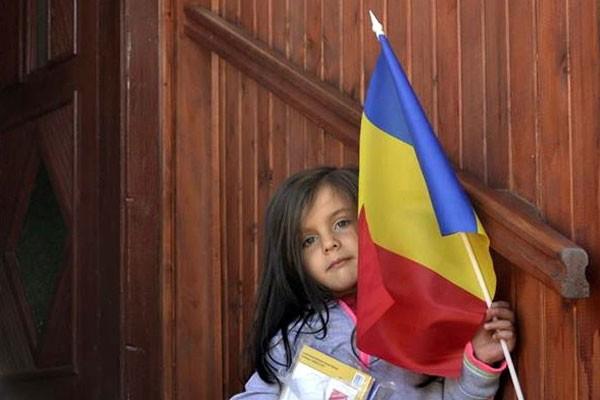 """Acţiunea """"Români pentru Români"""": Constituirea unei biblioteci pentru două sate din Harghita şi Covasna"""