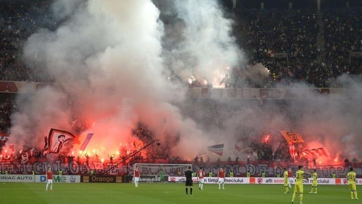 Urmările meciului Dinamo – FC Steaua București. Sancțiuni suportate de clubul alb-roșu și riscuri pentru suporterii săi. Nouă persoane ar putea fi condamnate la închisoare