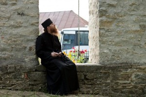 Părintele Ieremia de la Mănăstirea Putna este doctor în matematică la o universitate din SUA: Schimbarea mare s-a produs după întâlnirea cu părintele Arsenie Papacioc